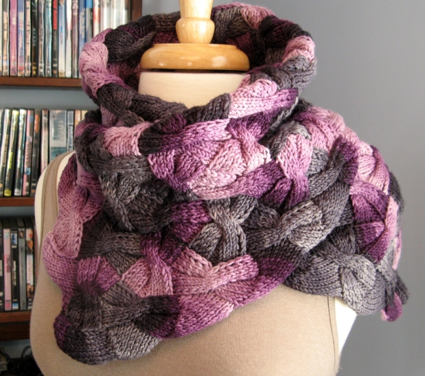 FO Friday: Entrelac Butterflies Cowl